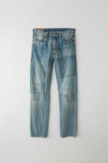 Acne Studios Blå Konst 1996 vintage patch are classic fit, 5-pocket jeans with a regular length and high waist.