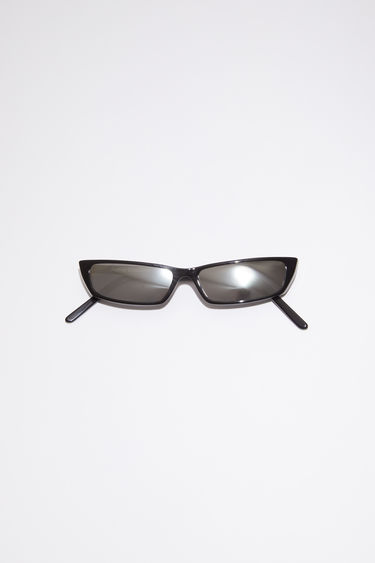 Acne Studios Agar black/silver mirror sunglasses feature a narrow, slim silhouette and are accented with rectangular frames and mirrored lenses.
