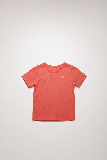 Acne Studios Mini Nash Face pale red t-shirt is shaped with a crew neck and short sleeves and finished with a tonal face-embroidered patch on the chest.