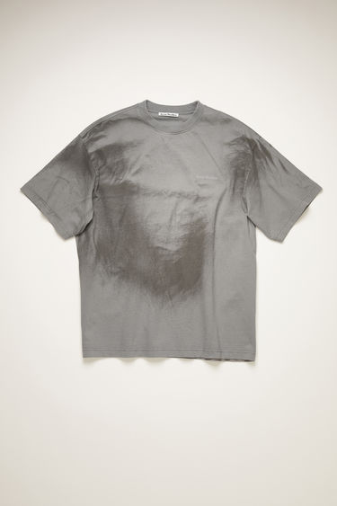 Acne Studios light grey t-shirt is made from organic cotton and spray-painted like a tie-dye design. It's cut for an oversized fit and has slightly flared sleeves and a raised logo across the chest. The pattern and colour of this item may slightly differ from the images shown.