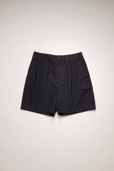 Acne Studios navy blue cargo shorts are made from cotton that's garment-dyed to create light fading at the seams. They're cut in a wide shape that drapes loosely over the leg and fitted with an array of pockets.