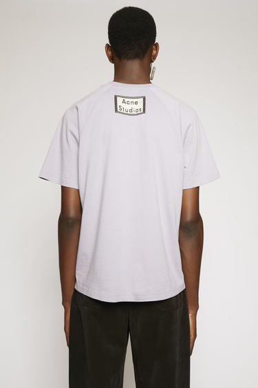 Acne Studios lilac purple t-shirt is crafted to a boxy fit from lightweight cotton jersey and finished with a chest pocket and a reversed label patch at the back.