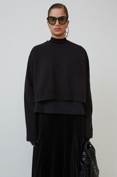 Acne Studios Odice Emboss black is a cropped sweatshirt with an embossed logo on the chest.