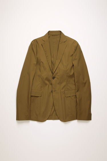Acne Studios hunter green suit jacket is crafted from lightweight cotton poplin that's cut to a slim-fit silhouette. It's partially lined and has unstructured shoulders and notch lapels.