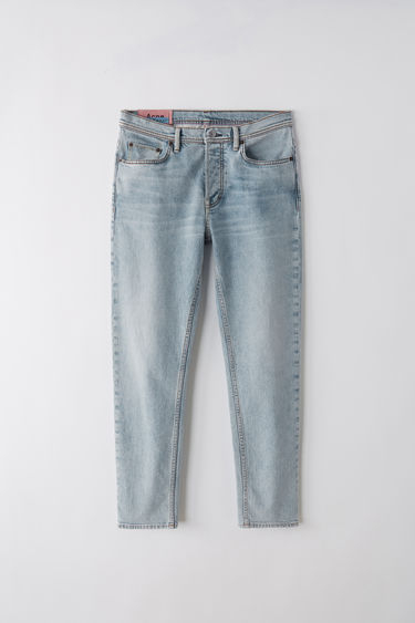 Acne Studios Blå Konst River marble wash are slim, tapered fit 5-pocket jeans with a cropped length and high waist.