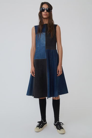 Acne Studios Blå Konst black/blue flared dress is recrafted from deadstock denim with a panelled construction. It features visible double needle stitches along the panels and raw-edged seams.