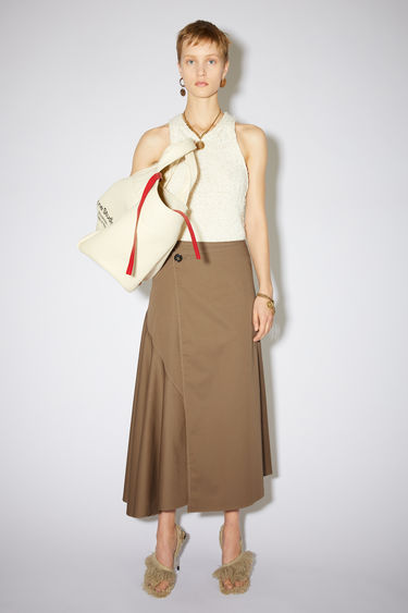 Acne Studios light brown casual, voluminous skirt is made of cotton and contrasting topstitching.
