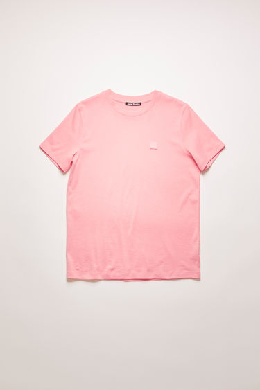 Acne Studios blush pink crew neck t-shirt is made of organic cotton with a face logo patch and ribbed neckline.