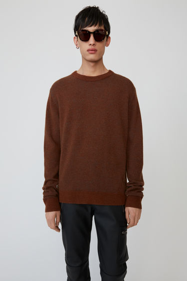 Acne Studios Kassio Cashmere brown/blue sweater features a two-tone colour effect. This style is based on unisex sizing.