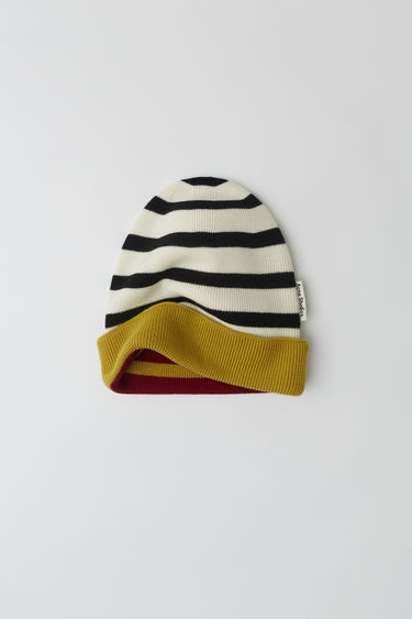 Acne Studios launches an exclusive range with Swedish artist Jacob Dahlgren. As part of the collaboration, the burgundy multi beanie is finely knitted from wool and patterned with horizontal stripes.