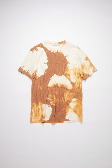 Acne Studios spice brown high neck t-shirt is made of cotton, featuring a distinctive splatter design.