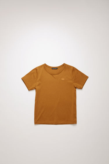 Acne Studios Mini Nash Face caramel brown t-shirt is shaped with a crew neck and short sleeves and finished with a tonal face-embroidered patch on the chest.