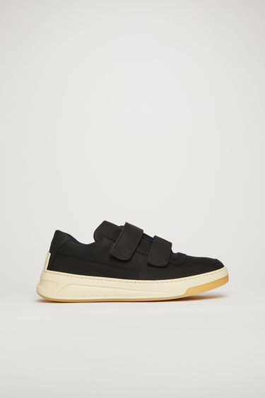 Acne Studios Steffey Nubuk black/white sneakers take design cues from 80's tennis shoes. They're crafted from nubuk leather to a round-toe shape with velcro-fastening straps, then hallmarked with gold-foiled logo on the side.