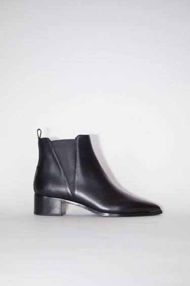 Acne Studios Jensen black boots offer a contemporary take on the classic Chelsea boots. They're crafted to a pointed toe from calf leather and accented with silver-tone hardware and block heels.