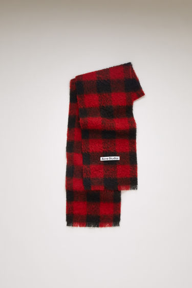 Acne Studios red/black scarf is spun from a blend of alpaca, wool and mohair yarns in a relaxed long-length silhouette that drapes through the body. It's finished with a soft, brushed texture and a logo patch above the fringed edges.